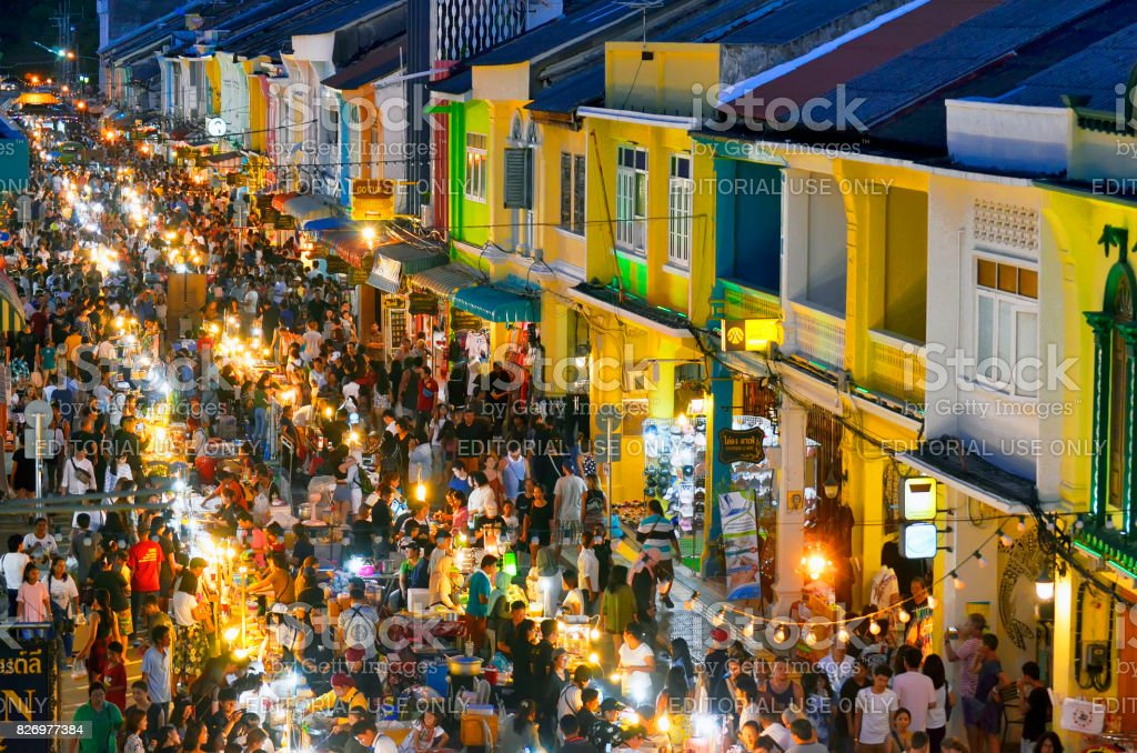 Sunday evening street food market at Thalang Road in Phuket Old Town Each Sunday in the end of the afternoon a huge street food market takes place in the whole Thalang Road - thanon Thalang in Thai - in Phuket Old Townn Thailand, till late in the night. Asian Food Stock Photo