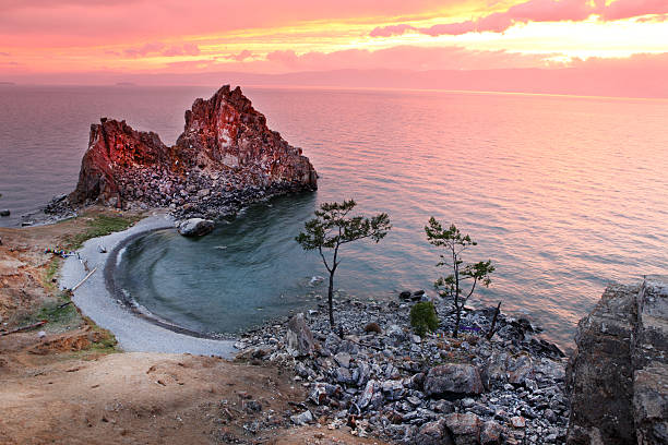 Sonnenuntergang an der Schamane Rock Lake Baikal, Russland – Foto