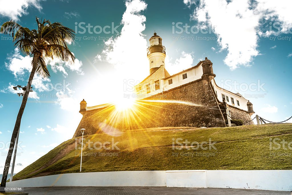 Vista para o pôr-do-sol sobre Farol Farol da Barra de Salvador - foto de acervo
