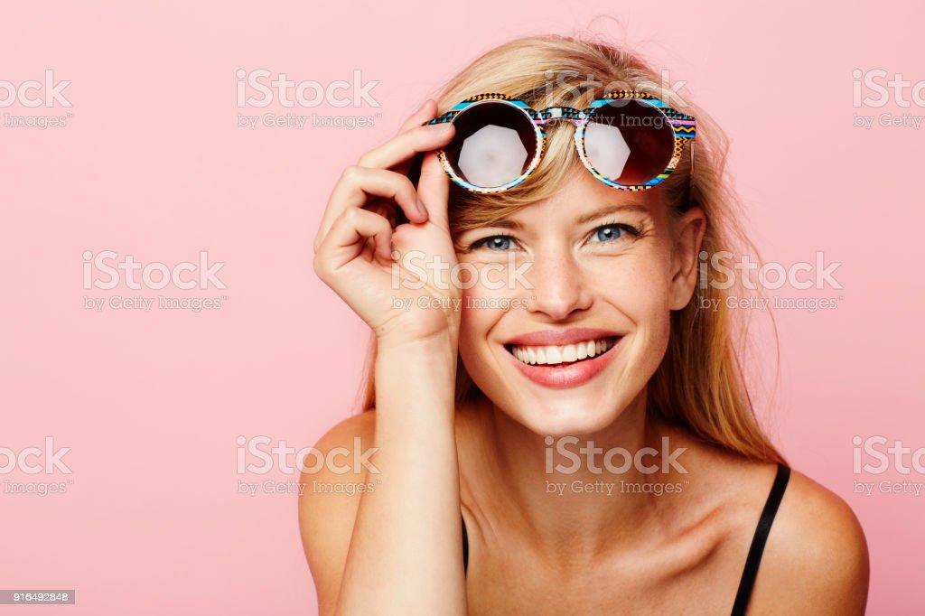 Sonnenbrille auf glamouröse Mädchen – Foto
