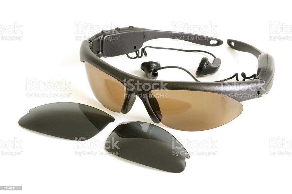 Occhiali da sole con gli auricolari foto stock royalty-free