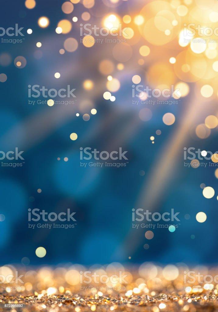Sunlight beam on gold defocused sparkles – zdjęcie