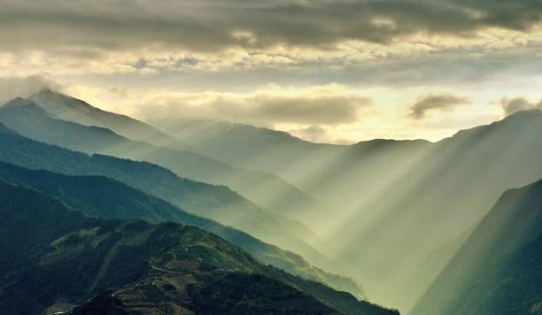 Faisceaux de lumière du soleil sur la montagne, Taiwan - Photo
