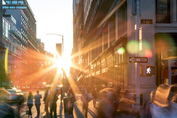 solljus lyser på personer i new york city - walking home sunset street bildbanksfoton och bilder