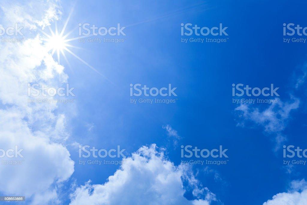 Luz del sol a través de las nubes - foto de stock