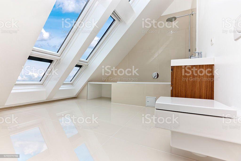 Sonnendurchflutetes moderne Wohnung mit modernem Bad. – Foto