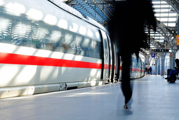 Bahnhof Sunlit in Deutschland – Foto