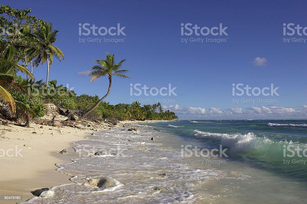 Sonnigen Strand auf Cocos Island Lizenzfreies stock-foto
