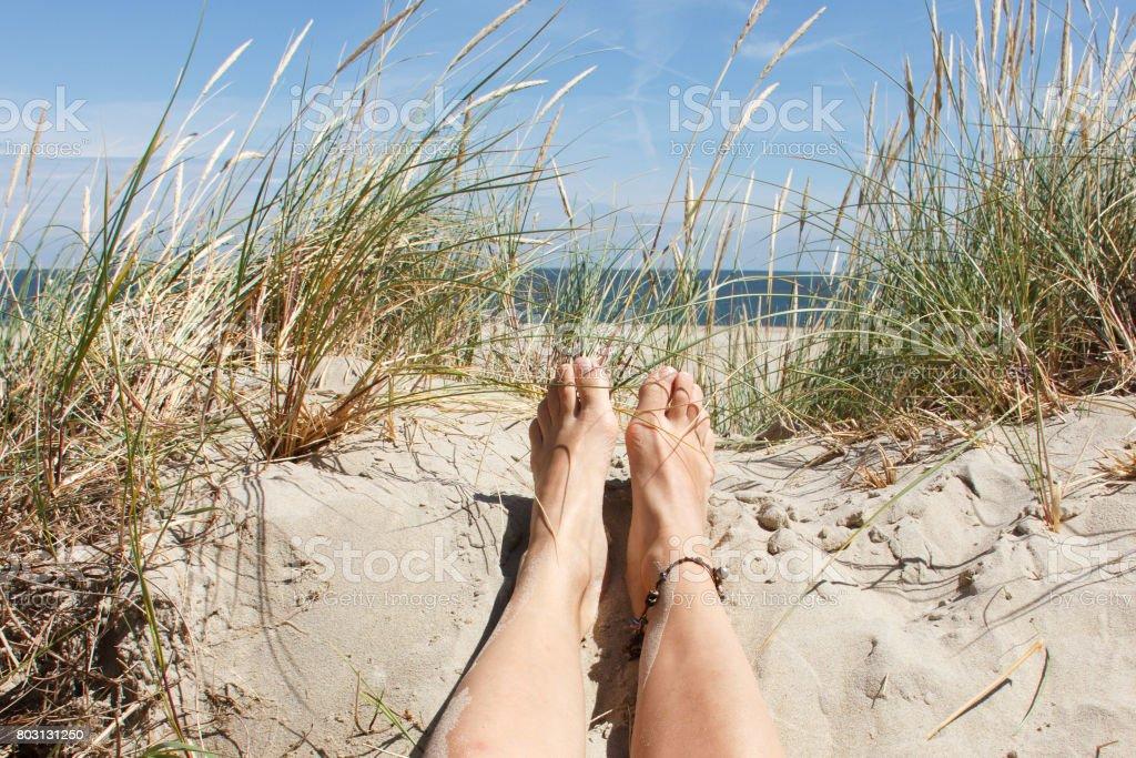 Sonnenstrand, Frau die Füße im sand – Foto