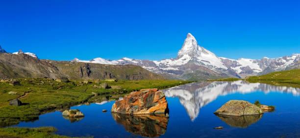 sunny day with view to matterhorn  - xxl panorama - kanton schweiz stock-fotos und bilder
