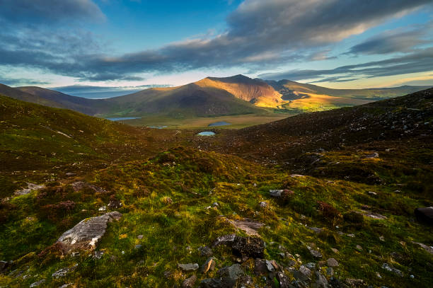 sunny green mountain landscape on dingle peninsula, ireland - county clare stock pictures, royalty-free photos & images