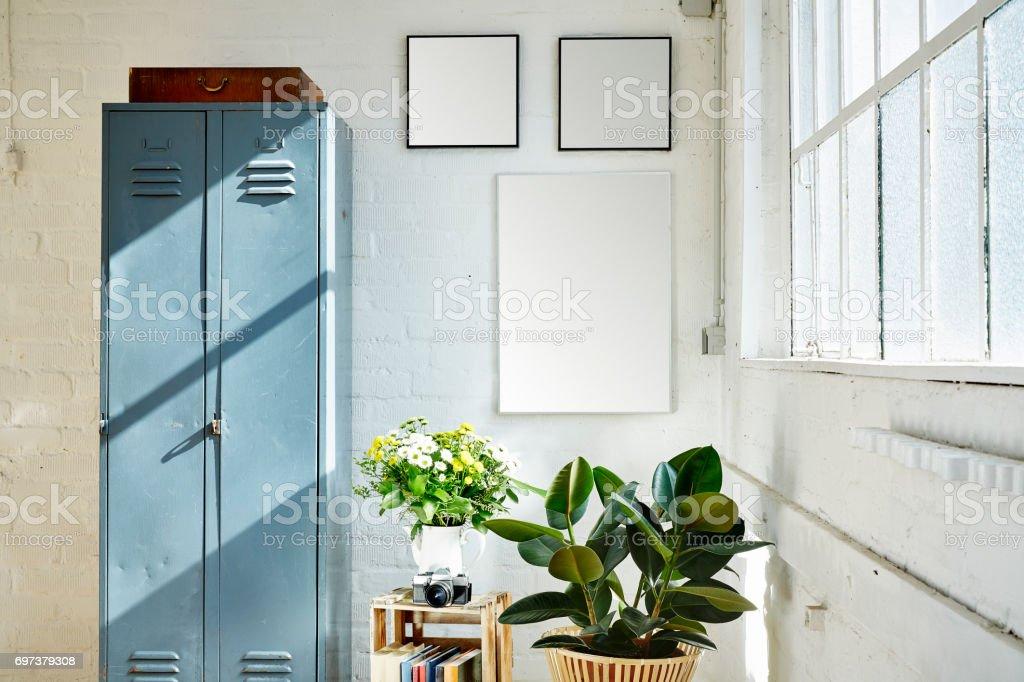 Ensoleille De Loft Industriel Vintage Meubles Fleurs Et Briques
