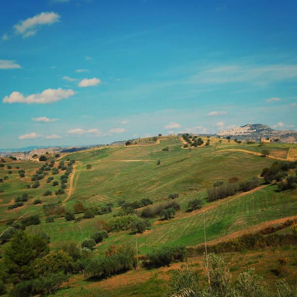 Italienische Sonnentag Felder und Hügel des ländlichen Sizilien – Foto