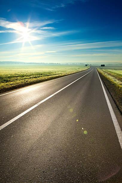 sunny road - 長い ストックフォトと画像