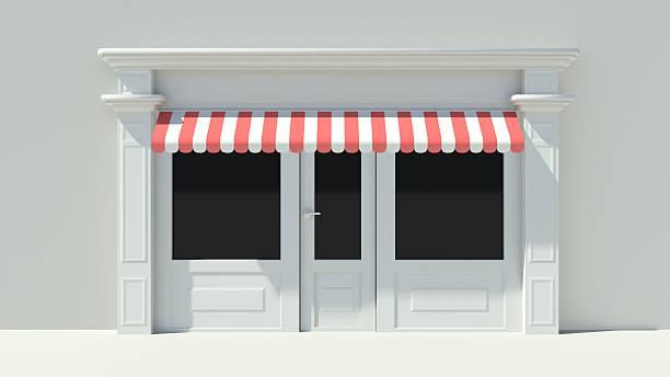 sunny shopfront mit großen fenster und weiße store fassade - outdoor sonnenschutz stock-fotos und bilder