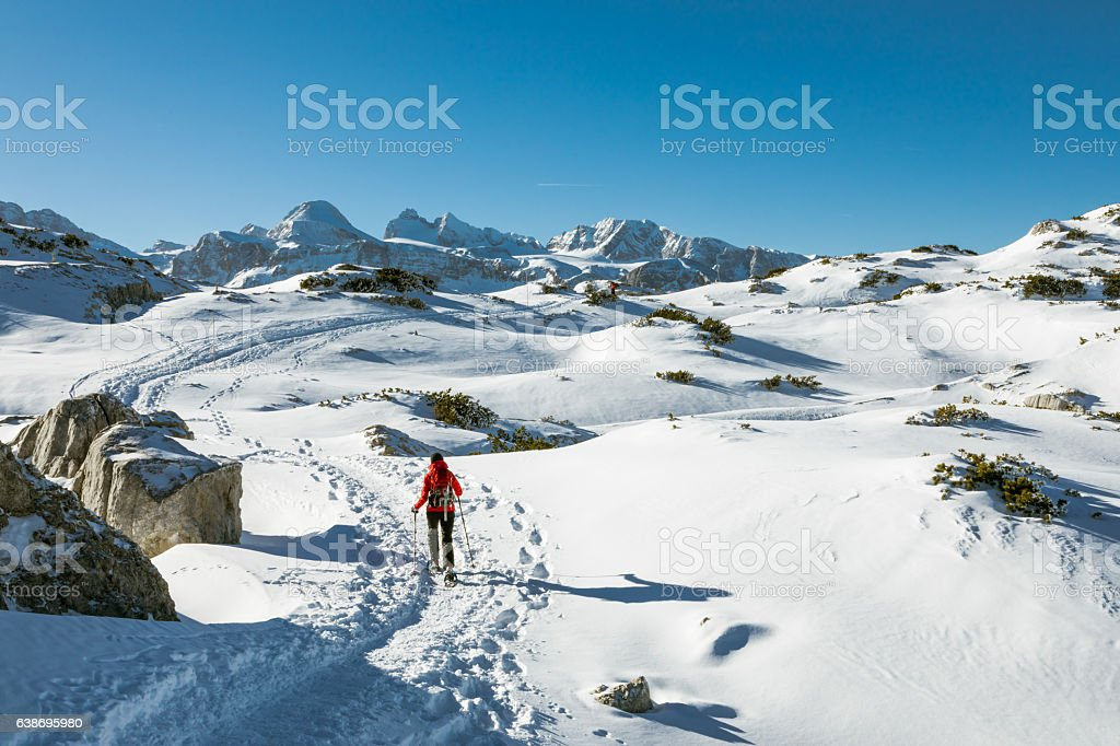 Sunny snowshoeing at Dachstein Mountains, Austria – Foto