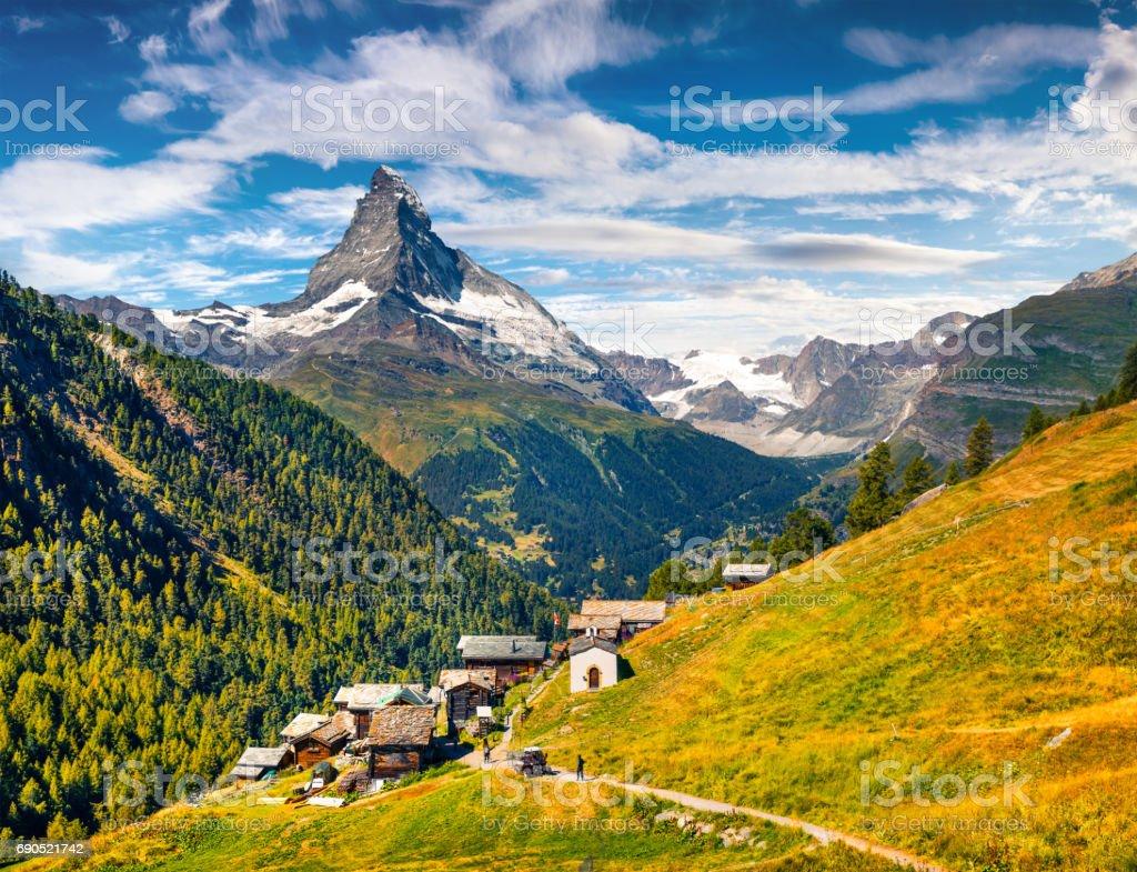 Sunny summer morning in Zermatt village – Foto