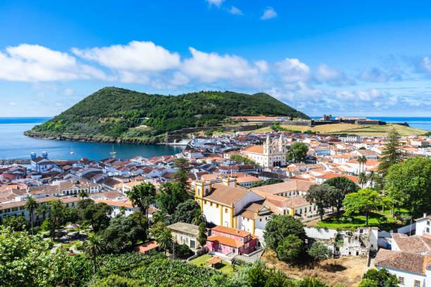Sonnige Aussicht von Angra Heroismo von Alto da Memoria, Azoren, Portugal – Foto