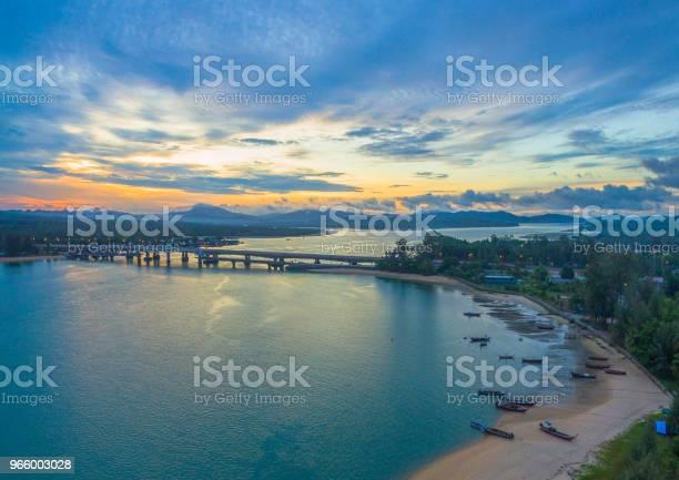 Soluppgång Över Sarasin Bridge Conect Phuket Och Pang Nga-foton och fler bilder på Arkitektur