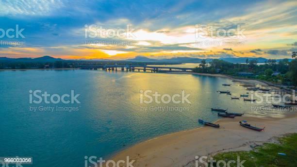 Sunrise Above Sarasin Bridge Conect Phuket And Pang Nga — стоковые фотографии и другие картинки Архитектура