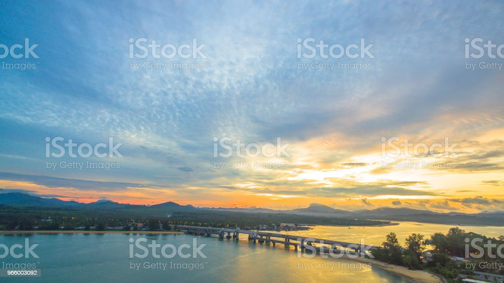 Sonnenaufgang über die Sarasin Brücke Conect Phuket und Pang Nga - Lizenzfrei Alt Stock-Foto