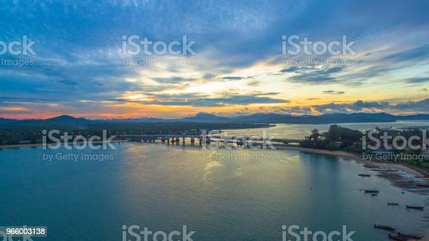 Sunrise Above Sarasin Bridge Conect Phuket And Pang Nga - Fotografias de stock e mais imagens de Antigo