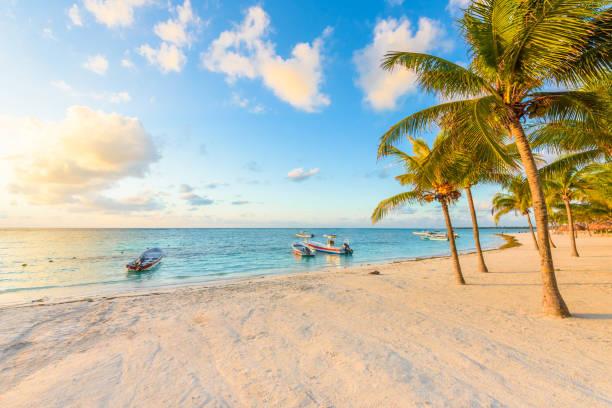 Sonnenaufgang in Akumal Beach, Paradise Bay an der Riviera Maya, karibische Küste von Mexiko – Foto