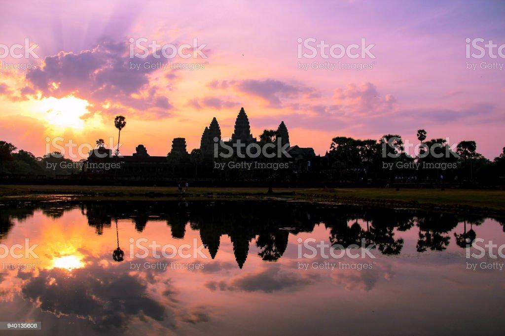 Lever du soleil sur Angkor Wat, près de Siem Reap, au Cambodge - Photo
