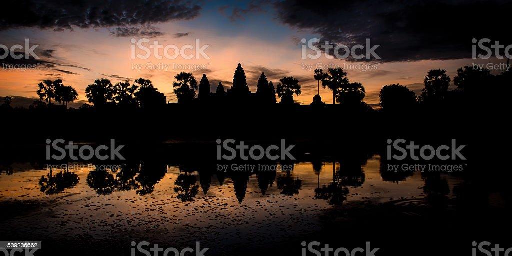 Amanecer en Angkor Wat  foto de stock libre de derechos