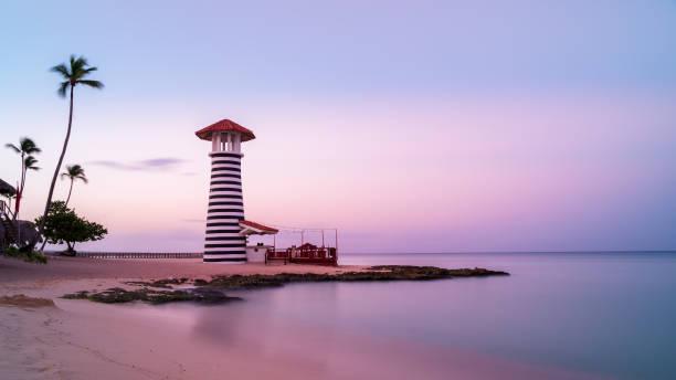 Sonnenaufgang am Strand bayahibe mit glattem Wasser, La Romana, Dominikanische Republik – Foto