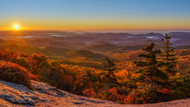 Sunrise at Beacon Heights Overlook Trail in Autumn off the Blue Ridge Parkway Popular sunrise location.  10 minute hike from the Blue Ridge Parkway. appalachia stock pictures, royalty-free photos & images