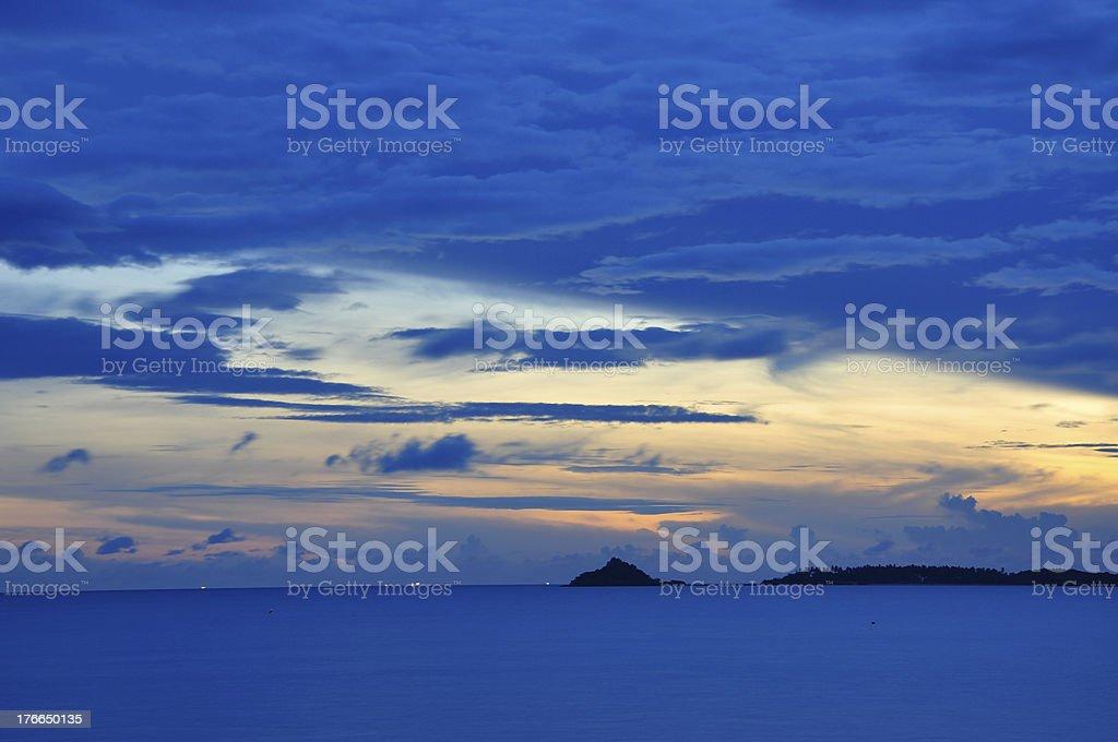 Amanecer en la playa de isla Bophut, Samui foto de stock libre de derechos