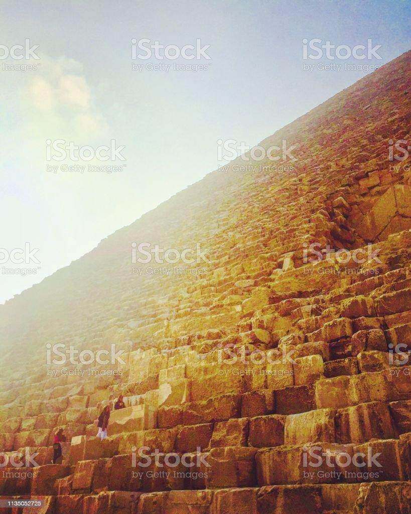 Sonnenaufgang bei ägyptischen Pyramiden – Foto