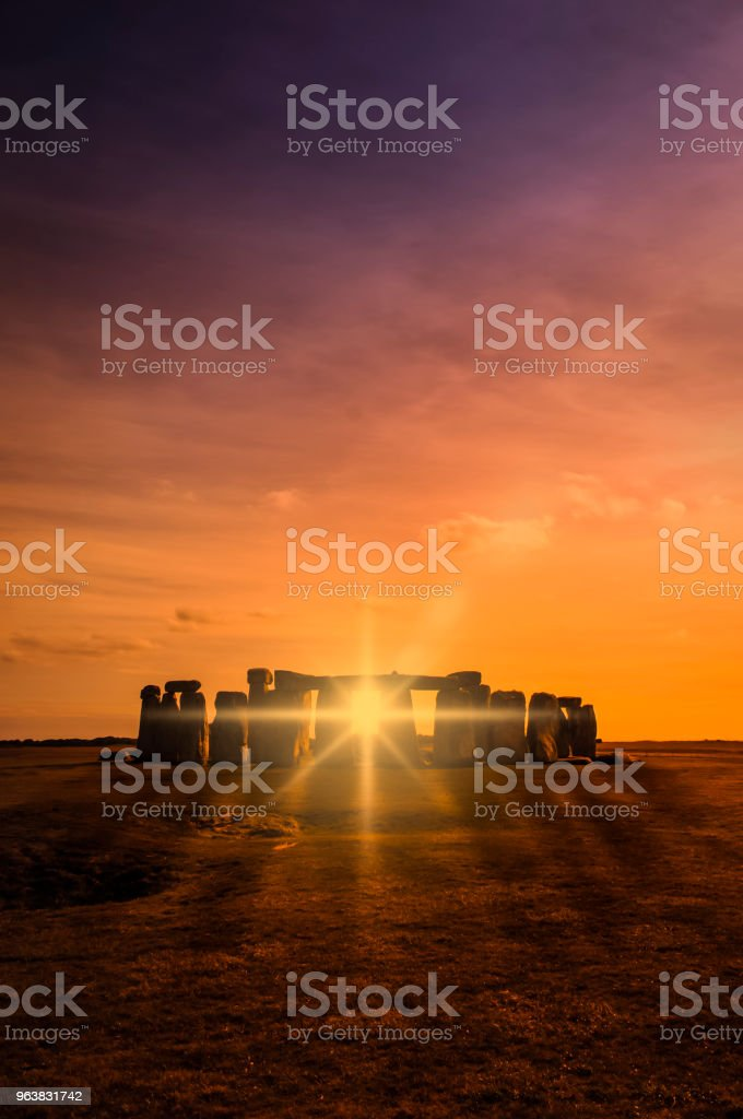 Sonnenaufgang über Stonehenge – Foto