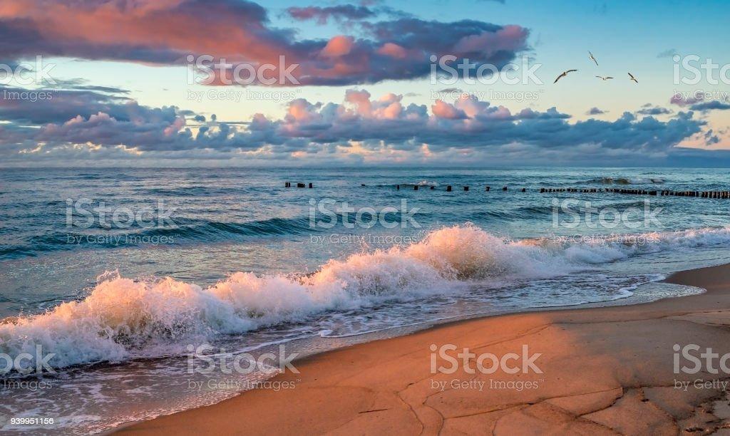 Sonnenaufgang am berühmten marine Hafen Europas Resort Stadt Palanga, Litauen, – Foto