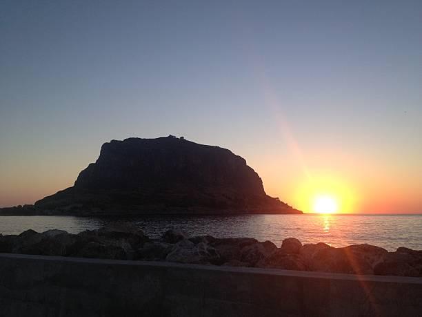 sunrise at the greek island monemvasia - fsachs78 stockfoto's en -beelden