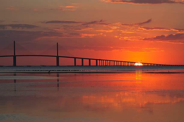 Sonnenaufgang am Skyway-Brücke – Foto