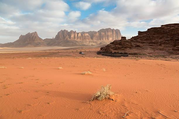 Sonnenaufgang in der Wüste Wadi Rum Camp Jordan – Foto