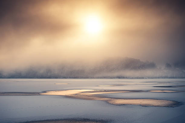sunrise by the frozen lake - teichfiguren stock-fotos und bilder
