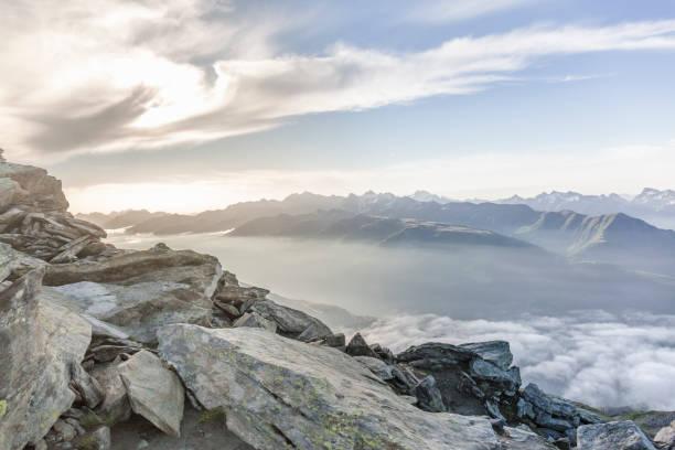 sunrise gletscher aletsch, schweiz - kanton schweiz stock-fotos und bilder