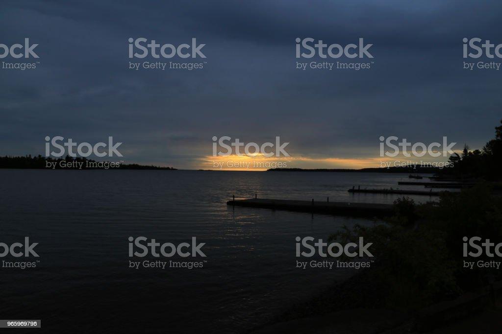 Soluppgång i koppar Harbor Michigan - Royaltyfri Blå Bildbanksbilder