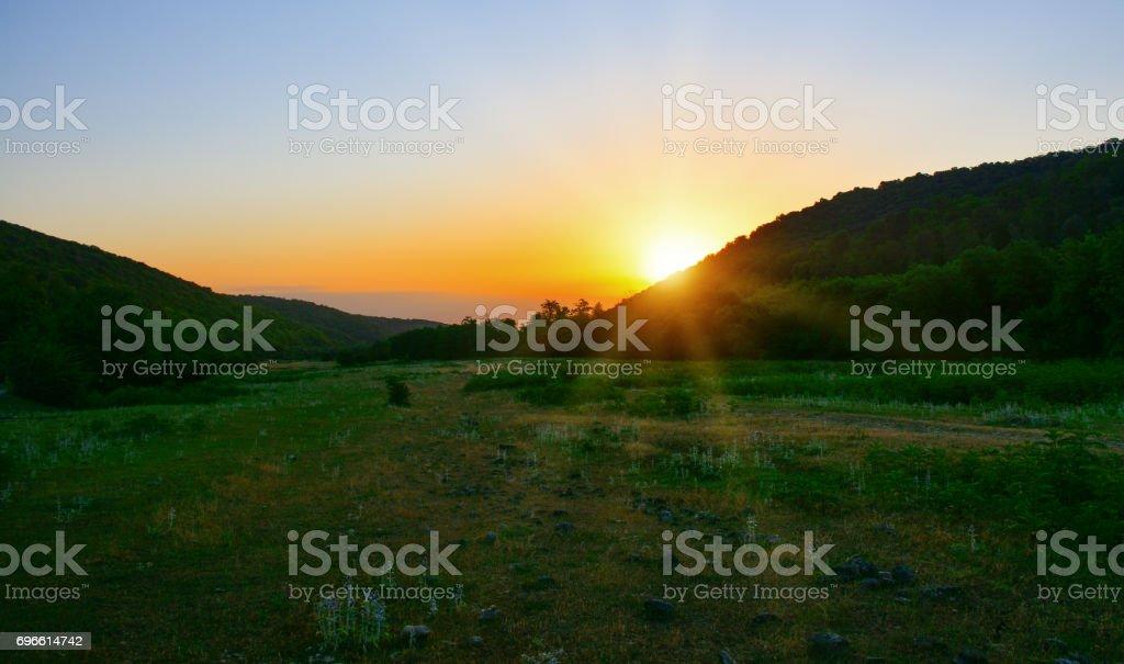Sonnenaufgang in den Bergen  – Foto