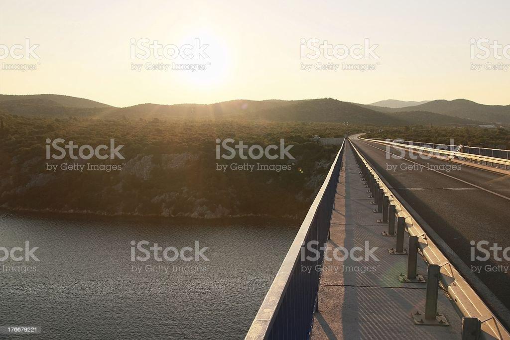 Amanecer en Sibenik's bridge. foto de stock libre de derechos