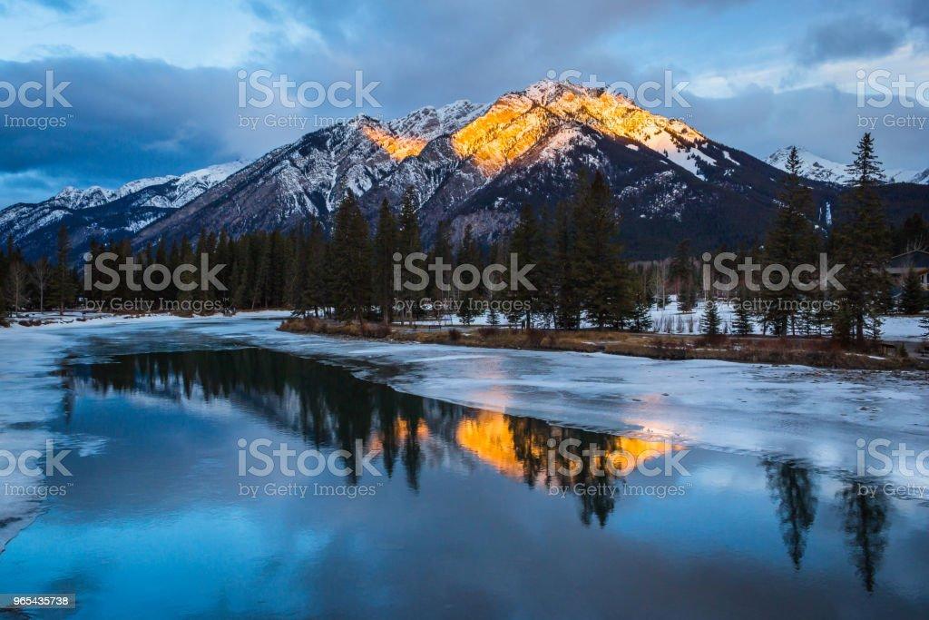Lever du soleil dans les montagnes Rocheuses - Photo de Alberta libre de droits