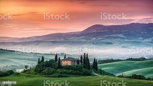 Sunrise in tuscany picture id483959749?b=1&k=6&m=483959749&s=612x612&h=l3wgbvsoznokxvmsocvbaygz6 ajjnfaw2o0nngy3ug=