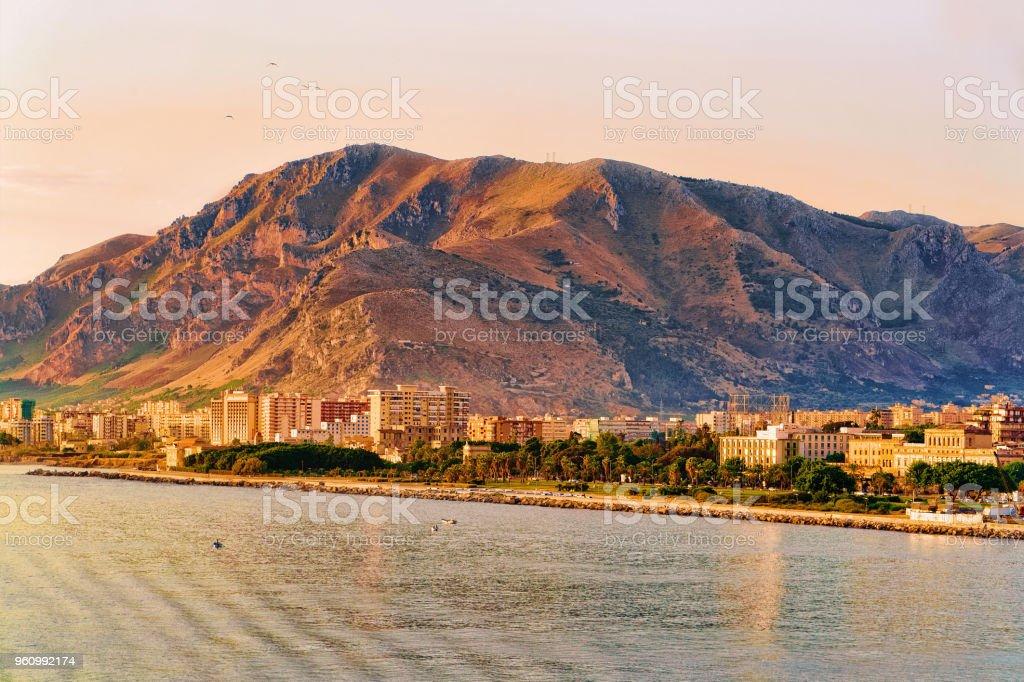 Sunrise-mediterranen Meer und Altstadt von Palermo - Lizenzfrei Alt Stock-Foto