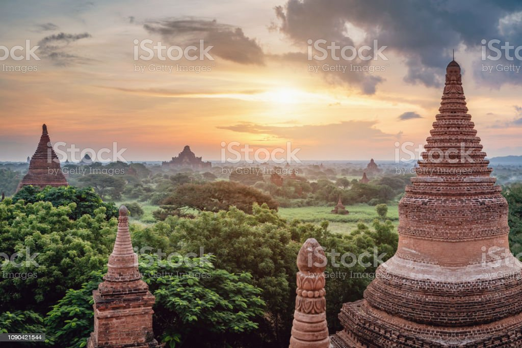 Sunrise Myanmar Bagan Buddhist Temple Law Ka Ou Shaung - Royalty-free Ancient Stock Photo