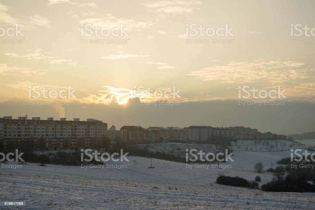 Sunrise on meadow covered by snow during winter. photo libre de droits