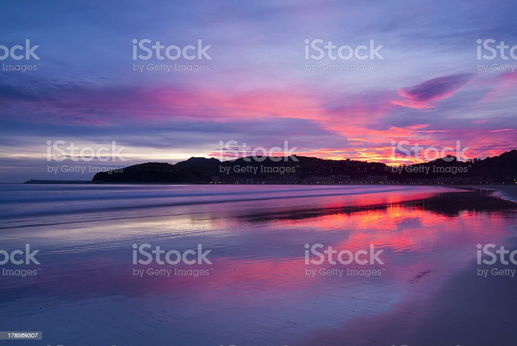 Amanecer en la playa de Laredo. Cantabria. stock photo