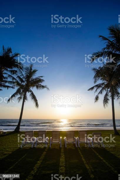 Восход Солнца На Пляже — стоковые фотографии и другие картинки Без людей